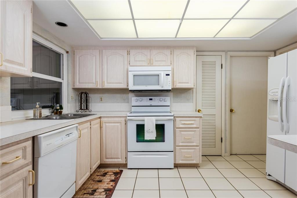 You can see the water the minute you walk in! - Single Family Home for sale at 701 Norton St, Longboat Key, FL 34228 - MLS Number is A4440596