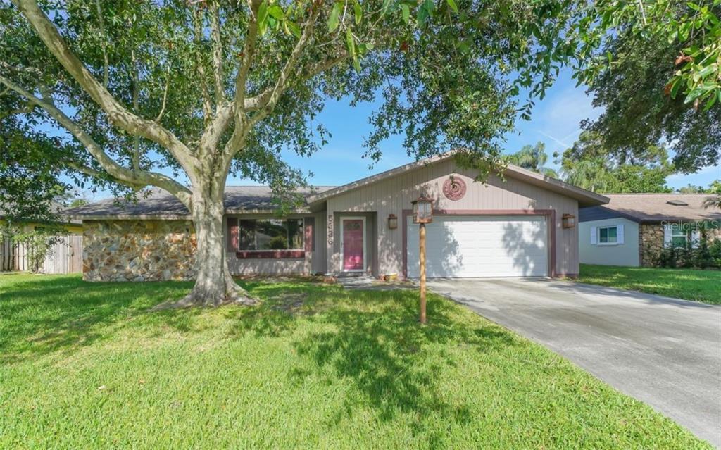 Single Family Home for sale at 5336 Fox Run Rd, Sarasota, FL 34231 - MLS Number is A4444397