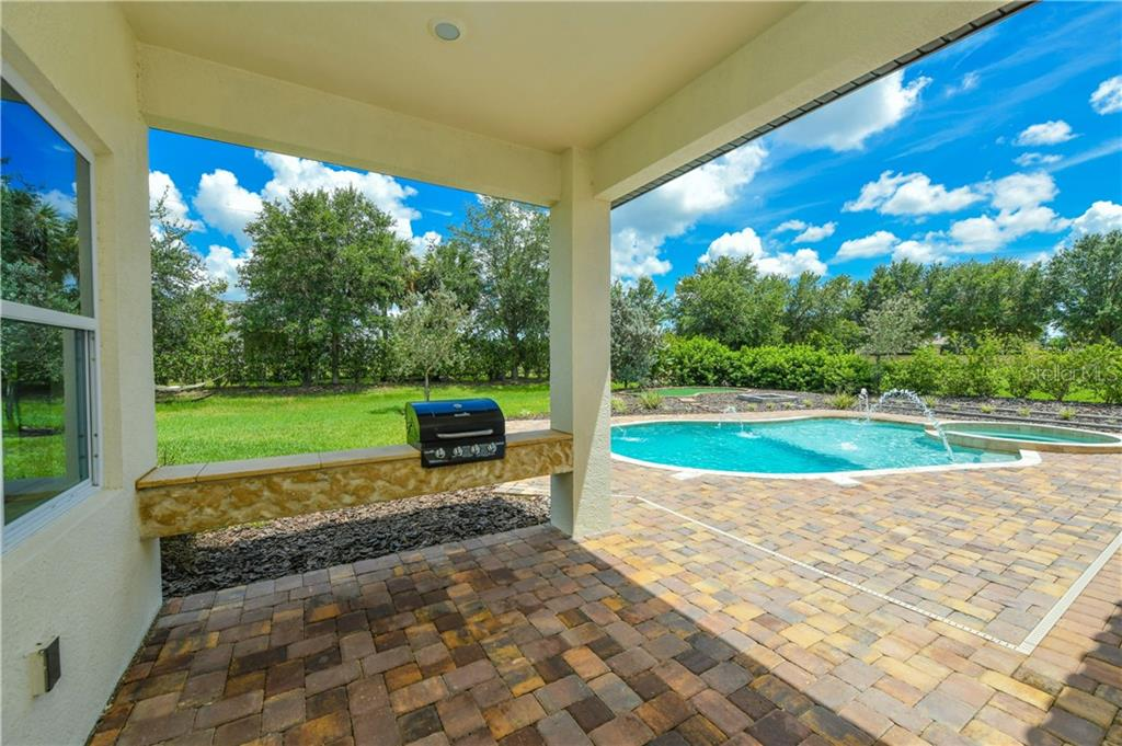 Single Family Home for sale at 909 143rd St Ne, Bradenton, FL 34212 - MLS Number is A4444400