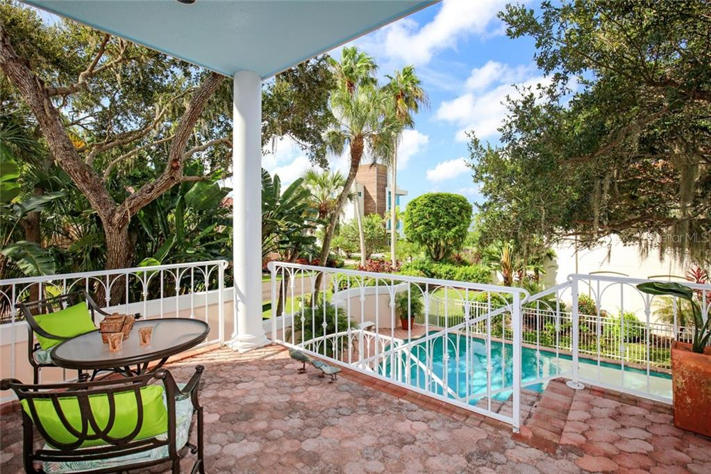 Single Family Home for sale at 1045 Tocobaga Ln, Sarasota, FL 34236 - MLS Number is A4446300