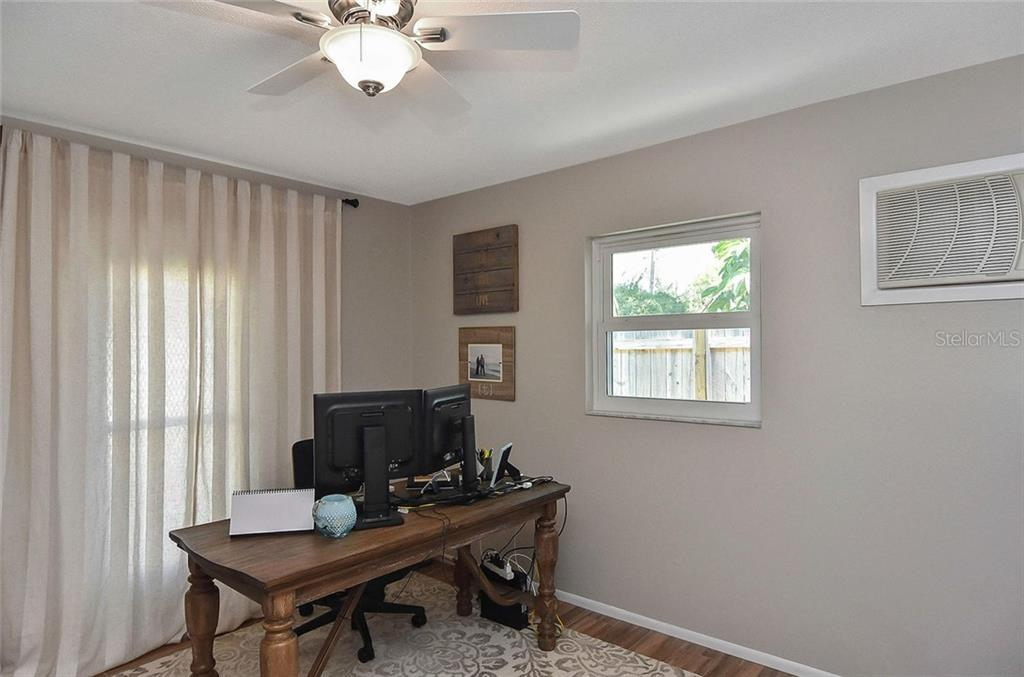 Office/den - Single Family Home for sale at 105 Alba St E, Venice, FL 34285 - MLS Number is A4446473