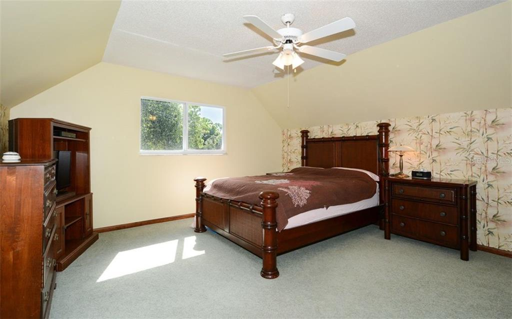 Single Family Home for sale at 102 Hanchey Blvd, Venice, FL 34292 - MLS Number is A4448270