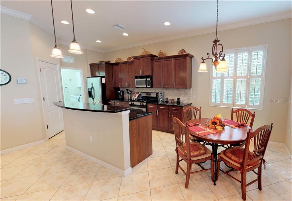 kitchen and eat-in space - Single Family Home for sale at 7288 Lismore Ct, Lakewood Ranch, FL 34202 - MLS Number is A4449934