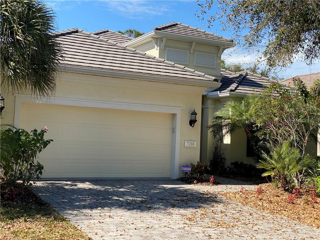 HOA - Single Family Home for sale at 7288 Lismore Ct, Lakewood Ranch, FL 34202 - MLS Number is A4449934