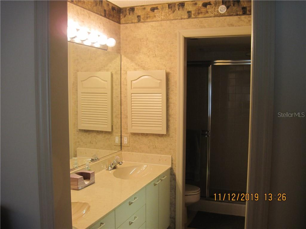 master bath with 2 sinks and walk-in shower - Condo for sale at 5525 Ashton Lake Dr #5525, Sarasota, FL 34231 - MLS Number is A4451290