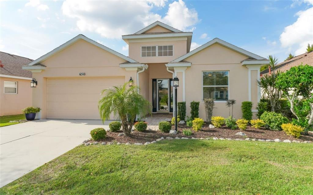 Double drive to a double garage - Single Family Home for sale at 6510 Field Sparrow Gln, Lakewood Ranch, FL 34202 - MLS Number is A4457243