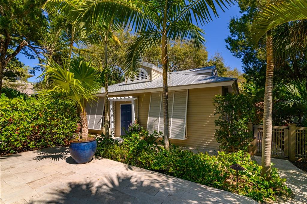 GuestHouse=1 Bed/1 Bath, Kitchenette, Sitting Area & Laundry - Single Family Home for sale at 7340 Point Of Rocks Rd, Sarasota, FL 34242 - MLS Number is A4461841