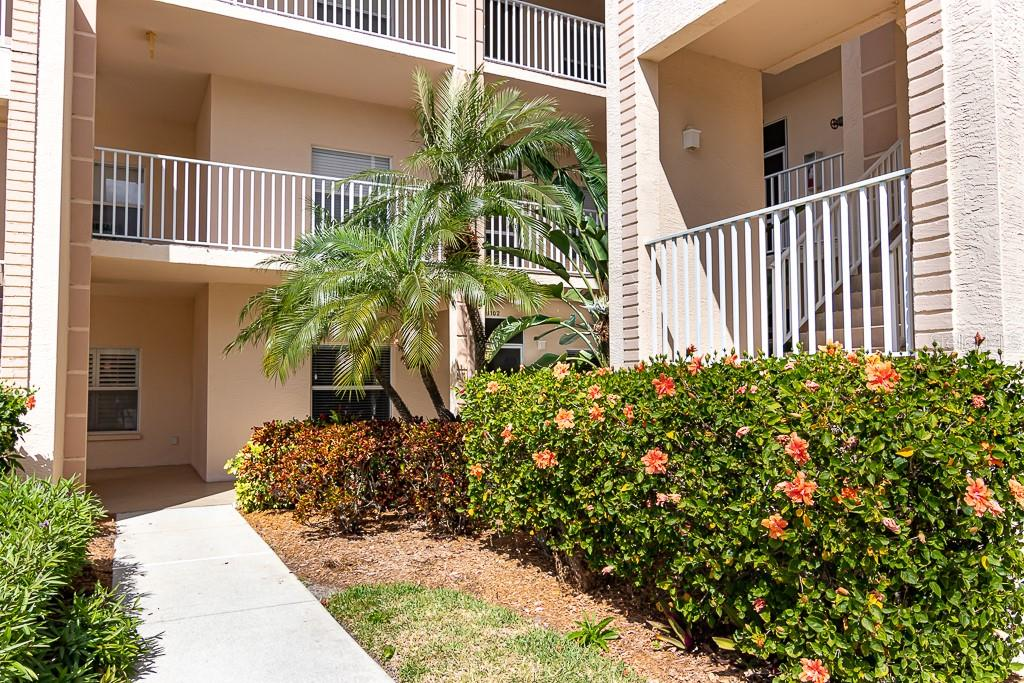 Well-groomed landscaping - Condo for sale at 9630 Club South Cir #6102, Sarasota, FL 34238 - MLS Number is A4463325