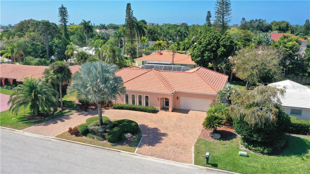 Single Family Home for sale at 464 E Royal Flamingo Dr, Sarasota, FL 34236 - MLS Number is A4464261