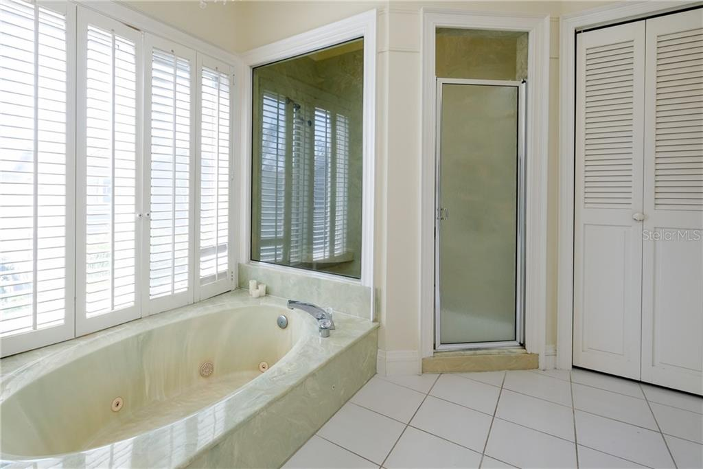 Light filled bathroom with high ceilings. - Condo for sale at 515 Forest Way, Longboat Key, FL 34228 - MLS Number is A4465231