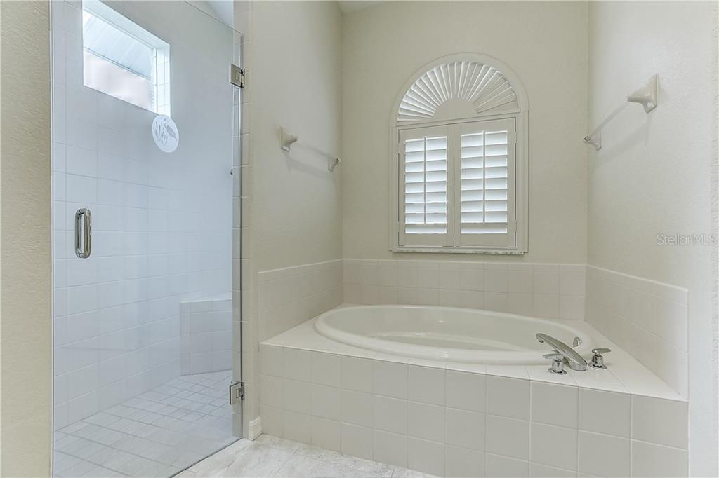 Master bathroom tub and shower - Single Family Home for sale at 4338 Corso Venetia Blvd, Venice, FL 34293 - MLS Number is A4467578