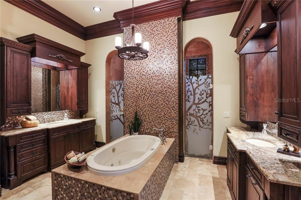 Master bathroom with central tub, dual vanities and a very large walk-through shower. - Single Family Home for sale at 4925 Topsail Dr, Nokomis, FL 34275 - MLS Number is A4475116