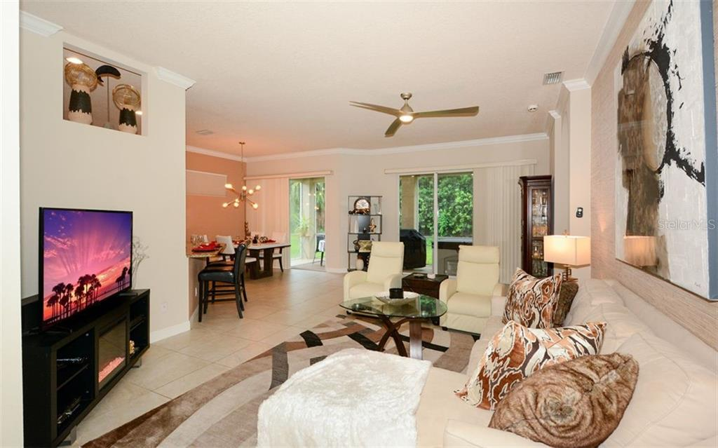 Single Family Home for sale at 5075 Hanging Moss Ln, Sarasota, FL 34238 - MLS Number is A4478695
