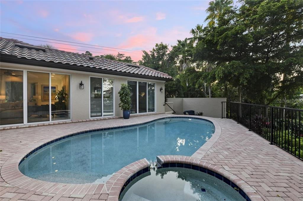 The pool & spa have a new heater to enjoy all these amazing sunsets ! - Single Family Home for sale at 501 Cutter Ln, Longboat Key, FL 34228 - MLS Number is A4480484