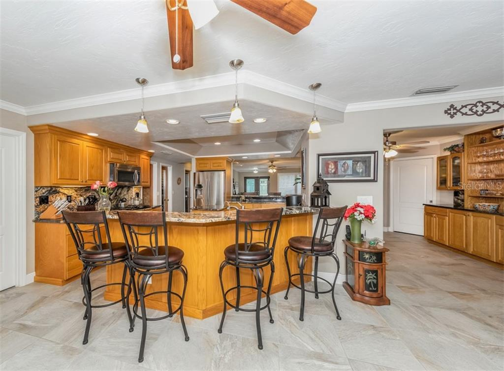 Breakfast bar, kitchen - Single Family Home for sale at 1395 Bayshore Dr, Englewood, FL 34223 - MLS Number is A4480508