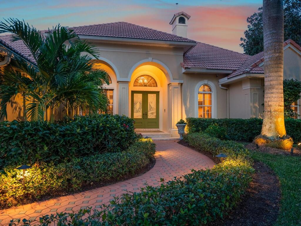 Single Family Home for sale at 470 E Macewen Dr, Osprey, FL 34229 - MLS Number is A4486412