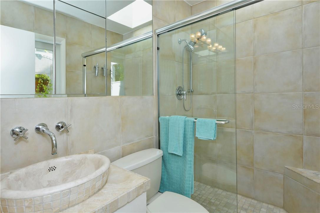 2nd bathroom with indoor and outdoor shower. - Single Family Home for sale at 542 Ohio Pl, Sarasota, FL 34236 - MLS Number is A4488498