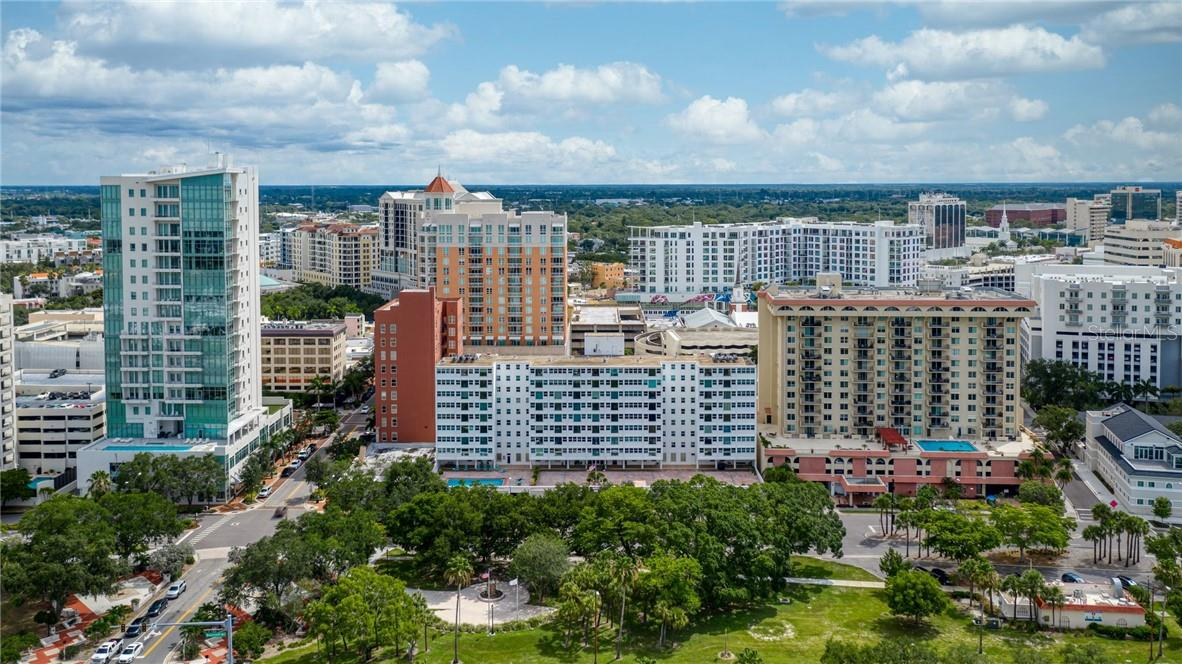 Directly across from Bayfront Park - Condo for sale at 33 S Gulfstream Ave #405, Sarasota, FL 34236 - MLS Number is A4489097