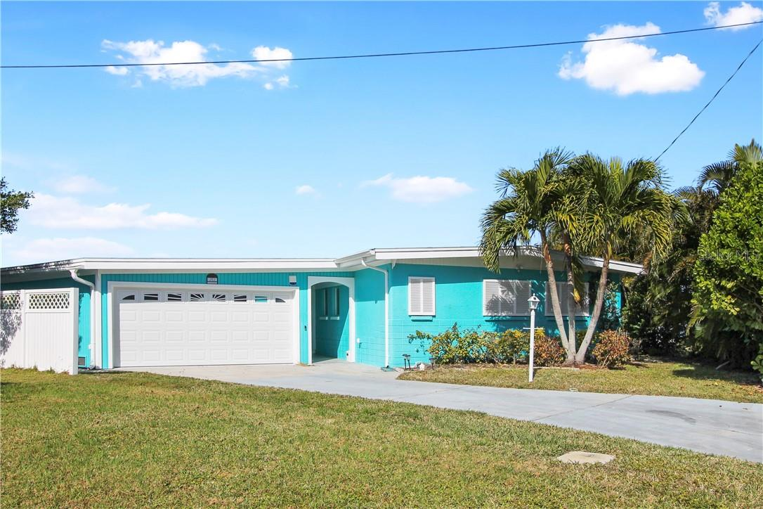 Single Family Home for sale at 212 21st St Ne, Bradenton, FL 34208 - MLS Number is A4490144