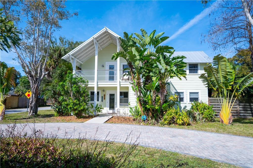 Single Family Home for sale at 2205 Arlington St, Sarasota, FL 34239 - MLS Number is A4490855