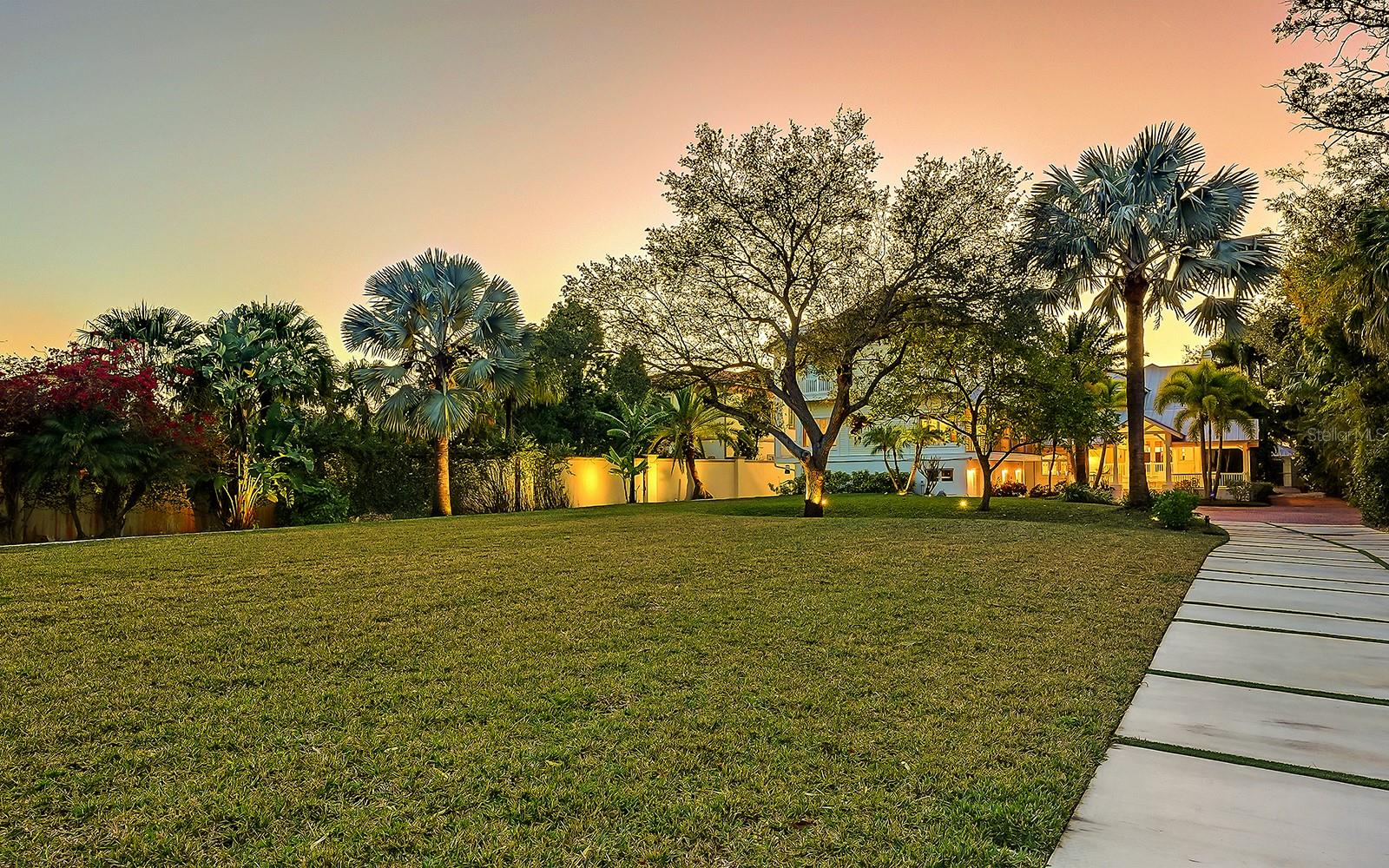Single Family Home for sale at 1400 Ladue Ln, Sarasota, FL 34231 - MLS Number is A4491567