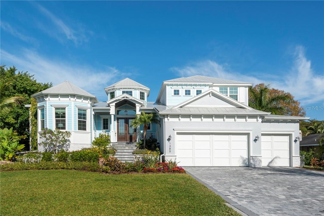 Single Family Home for sale at 1385 Harbor Dr, Sarasota, FL 34239 - MLS Number is A4491902