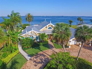 625 Key Royale Dr, Holmes Beach, FL 34217