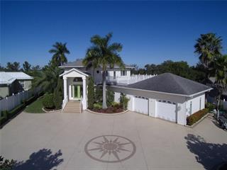 711 Hillcrest Dr, Bradenton, FL 34209