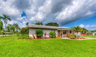 2212 24th St W, Bradenton, FL 34205