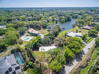 3477 W Forest Lake Dr, Sarasota, FL 34232