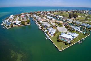 621 N Point Dr, Holmes Beach, FL 34217