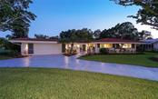 Single Family Home for sale at 422 E Royal Flamingo Dr, Sarasota, FL 34236 - MLS Number is A4198723