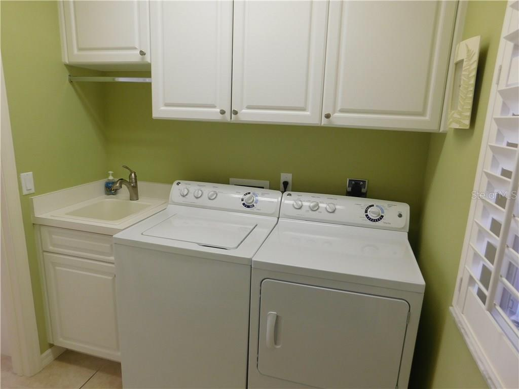 Laundry - Villa for sale at 1578 Monarch Dr #1578, Venice, FL 34293 - MLS Number is N5911451