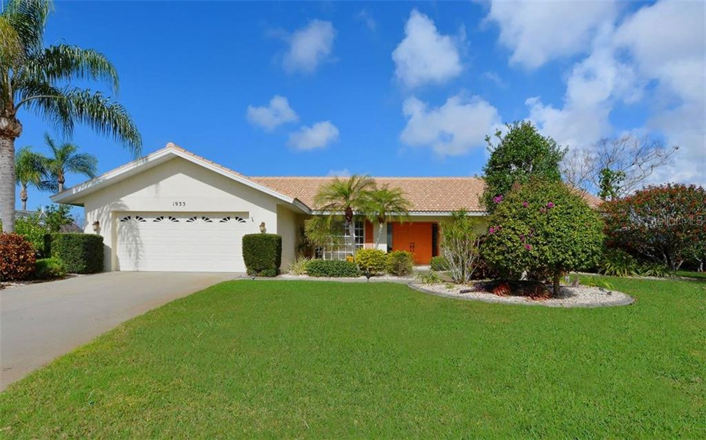 Front Exterior - Single Family Home for sale at 1933 Innisbrook Ct, Venice, FL 34293 - MLS Number is N5912040