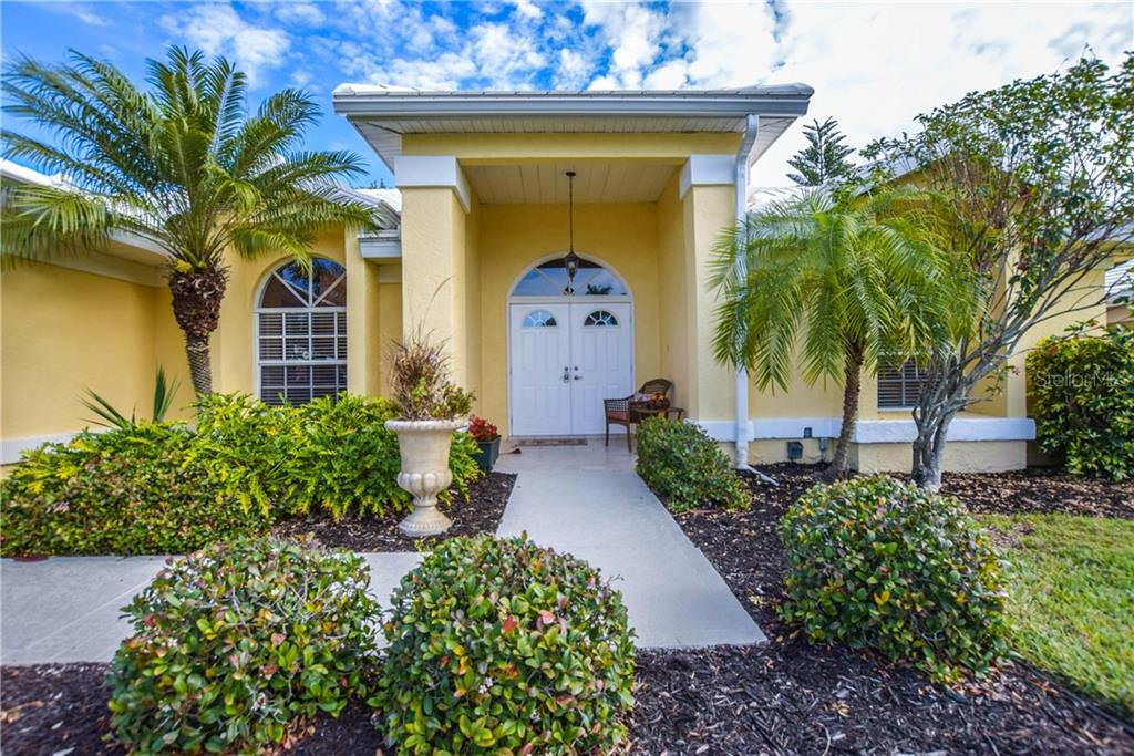 Front Entrance - Single Family Home for sale at 512 Warwick Dr, Venice, FL 34293 - MLS Number is N5912872