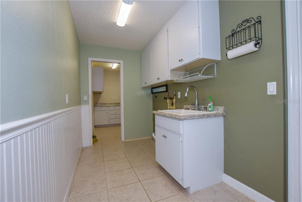 Lanai - Single Family Home for sale at 512 Warwick Dr, Venice, FL 34293 - MLS Number is N5912872