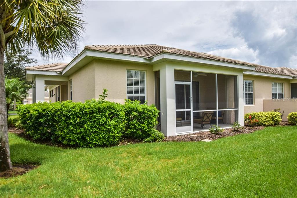 Rear Exterior - Villa for sale at 1641 Monarch Dr #1641, Venice, FL 34293 - MLS Number is N5913259