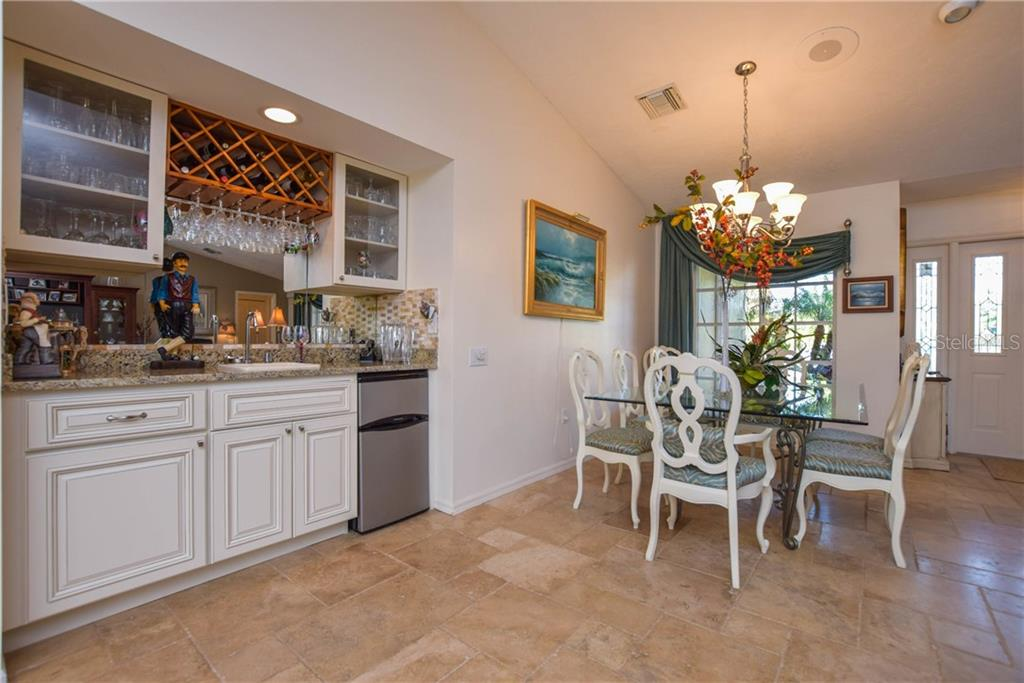 Single Family Home for sale at 414 Devonshire Ln, Venice, FL 34293 - MLS Number is N5914068