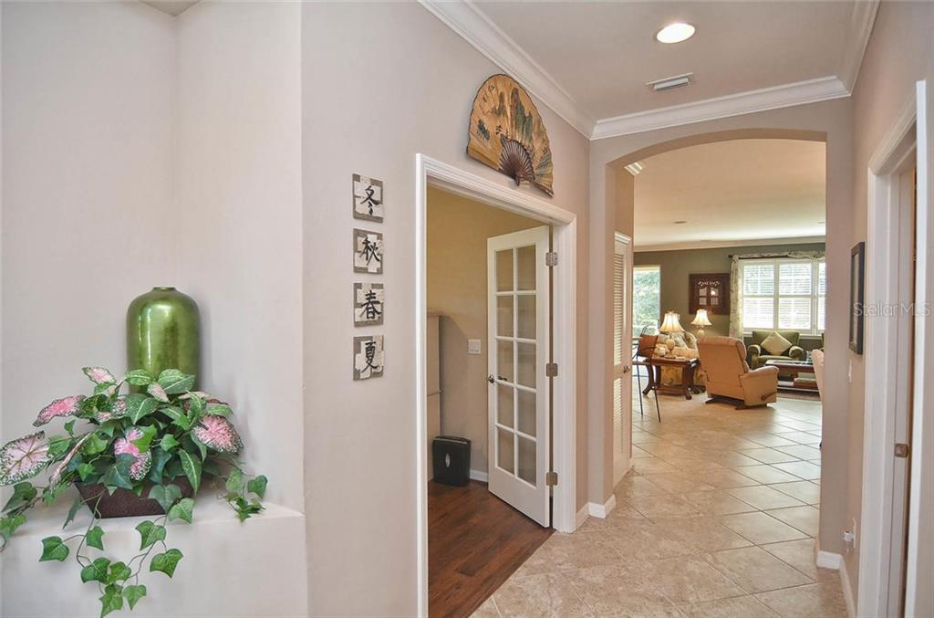 Foyer - Single Family Home for sale at 9124 Coachman Dr, Venice, FL 34293 - MLS Number is N5914408