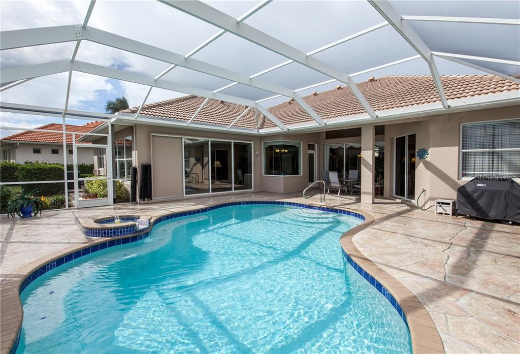 Beautiful Pool Area & Lanai - Single Family Home for sale at 366 Turtleback Xing, Venice, FL 34292 - MLS Number is N5914504