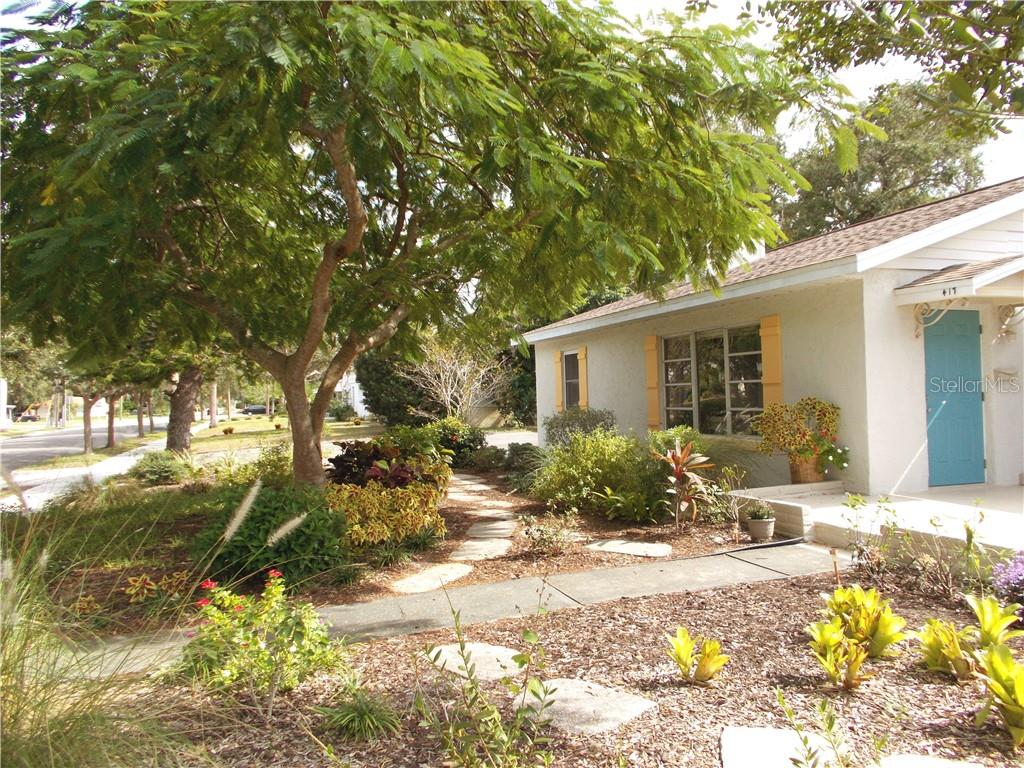 Single Family Home for sale at 417 Valencia Rd, Venice, FL 34285 - MLS Number is N5916928