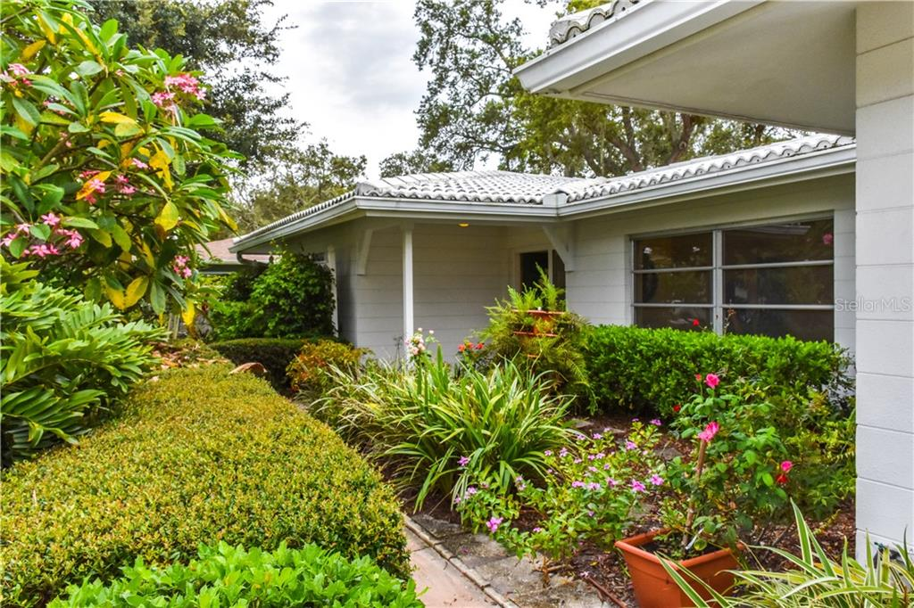 Single Family Home for sale at 5510 America Dr, Sarasota, FL 34231 - MLS Number is N6100222
