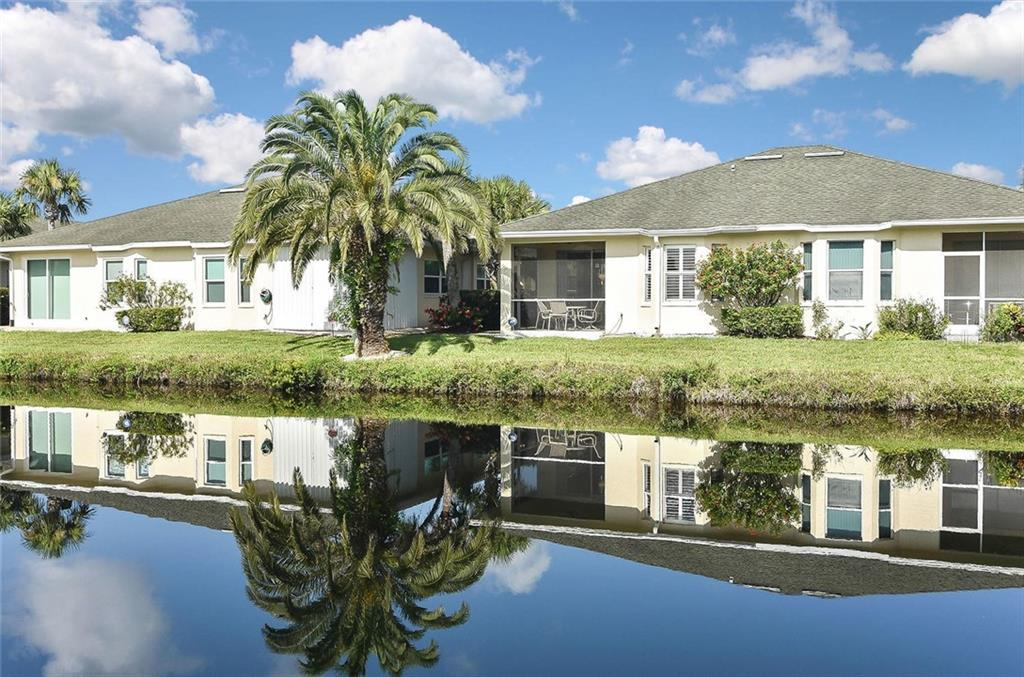 Rear view - Villa for sale at 1720 Fountain View Cir, Venice, FL 34292 - MLS Number is N6101363