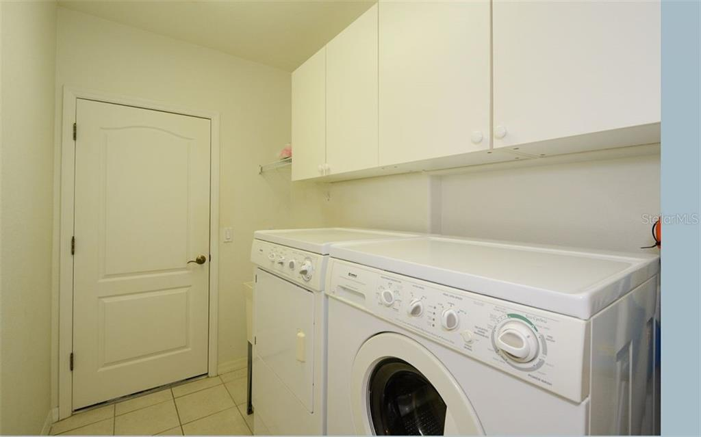 Laundry - Villa for sale at 313 Auburn Woods Cir, Venice, FL 34292 - MLS Number is N6101432
