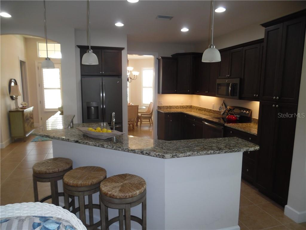 kitchen breakfast bar - Single Family Home for sale at 239 Nolen Dr, Venice, FL 34292 - MLS Number is N6101457