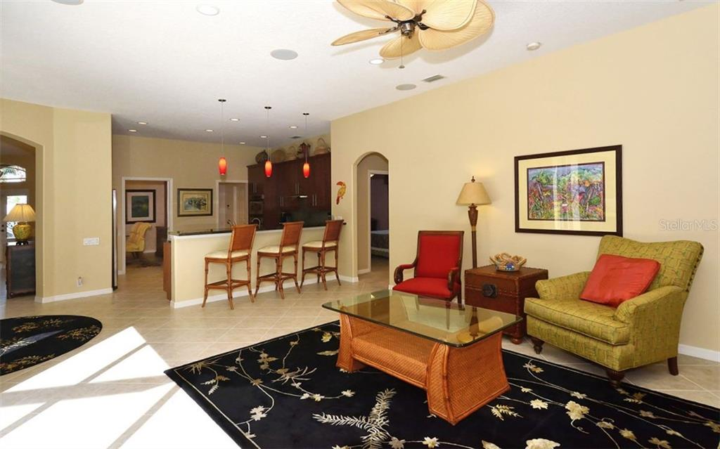 Family room, breakfast bar - Single Family Home for sale at 913 Chickadee Dr, Venice, FL 34285 - MLS Number is N6101770