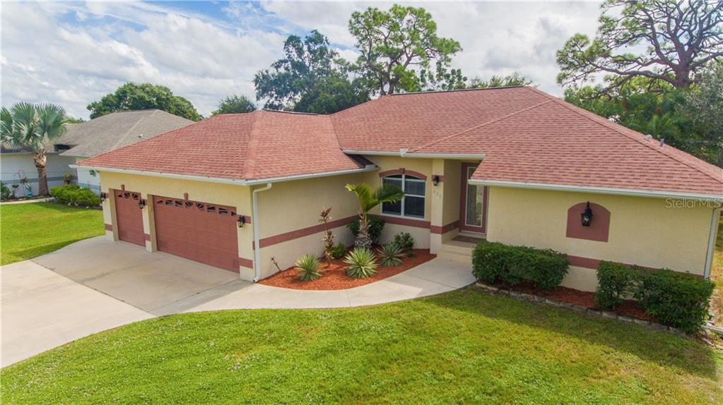 Attractive landscaping and front entrance - Single Family Home for sale at 409 Palm Ave, Nokomis, FL 34275 - MLS Number is N6102313