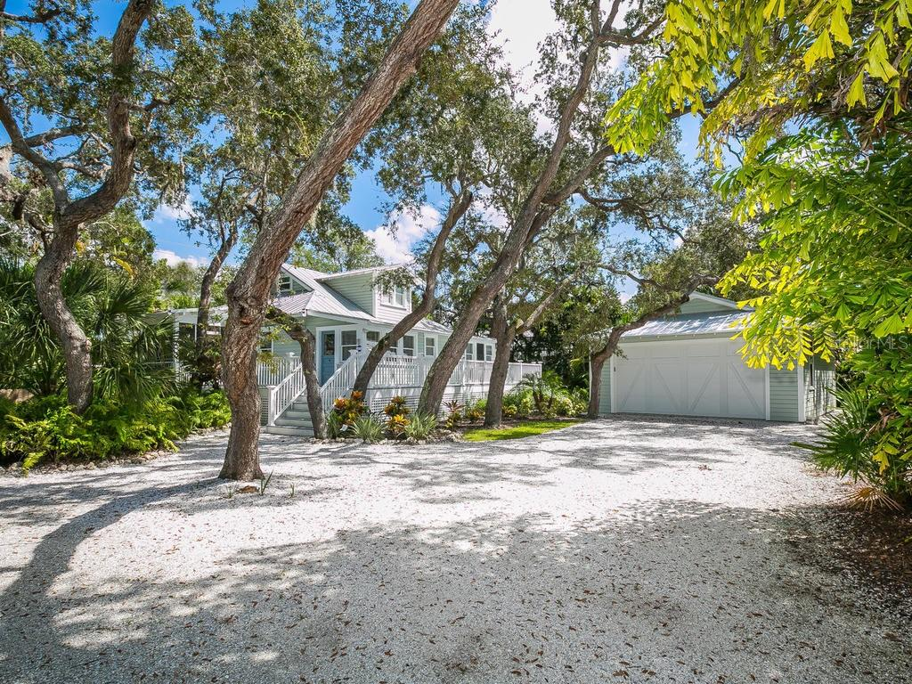 Front - Single Family Home for sale at 732 Eagle Point Dr, Venice, FL 34285 - MLS Number is N6102366
