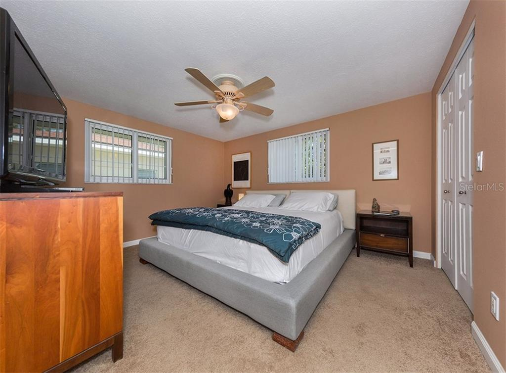 Master bedroom - Single Family Home for sale at 717 Guild Dr, Venice, FL 34285 - MLS Number is N6103134