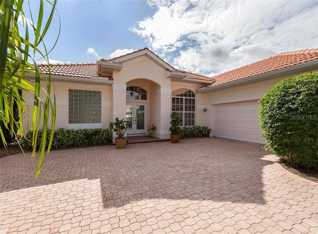 Front - Single Family Home for sale at 627 Lakescene Dr, Venice, FL 34293 - MLS Number is N6103268